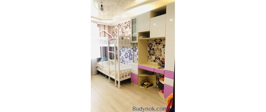 Продам видовую 3-х комнатную квартиру от собственника.39700$ г.Днепр, Чеботарёва,30Б.